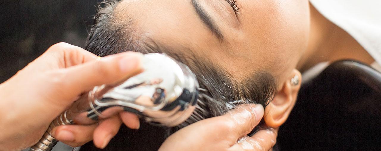 As melhores dicas para lidar com o cabelo oleoso sem drama.